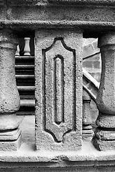 Particolare della balaustra in pietra leccese della biblioteca comunale di Gallipoli (LE)