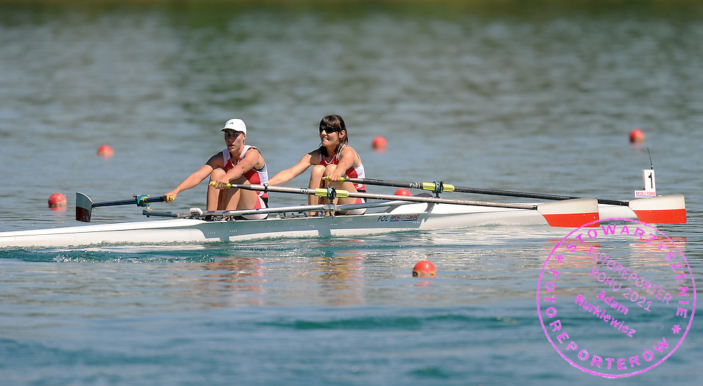 (L) AGNIESZKA RENC & (R) MAGDALENA KEMNITZ (BOTH POLAND) COMPETE AT LIGHTWEIGHT WOMAN'S DOUBLE SCULLS HEAT DURING DAY 1 FISA ROWING WORLD CUP ON ESTANY LAKE IN BANYOLES, SPAIN...BANYOLES , SPAIN , MAY 29, 2009..( PHOTO BY ADAM NURKIEWICZ / MEDIASPORT )..PICTURE ALSO AVAIBLE IN RAW OR TIFF FORMAT ON SPECIAL REQUEST.