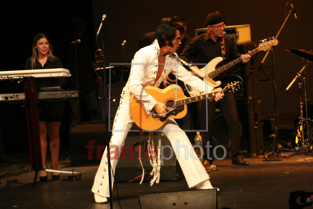 São Paulo SP 20/03/2014. Considerado o melhor cover de Elvis Presley Pete Storm se apresntou no Teatro Gazeta na noite de ontem (19/03). foto: Bathista Lima/Frame