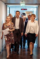 06.05.2018, Innsbruck, AUT, Bürgermeisterstichwahl Innsbruck, Wahlergebnis, im Bild v.l. Amtsleiterin Edith Margreiter, Georg Willi (Die Grünen), Christine Oppitz-Plörer (FI) // during the mayoral stitch election in Innsbruck, Austria on 2018/05/06. EXPA Pictures © 2018, PhotoCredit: EXPA/ Johann Groder