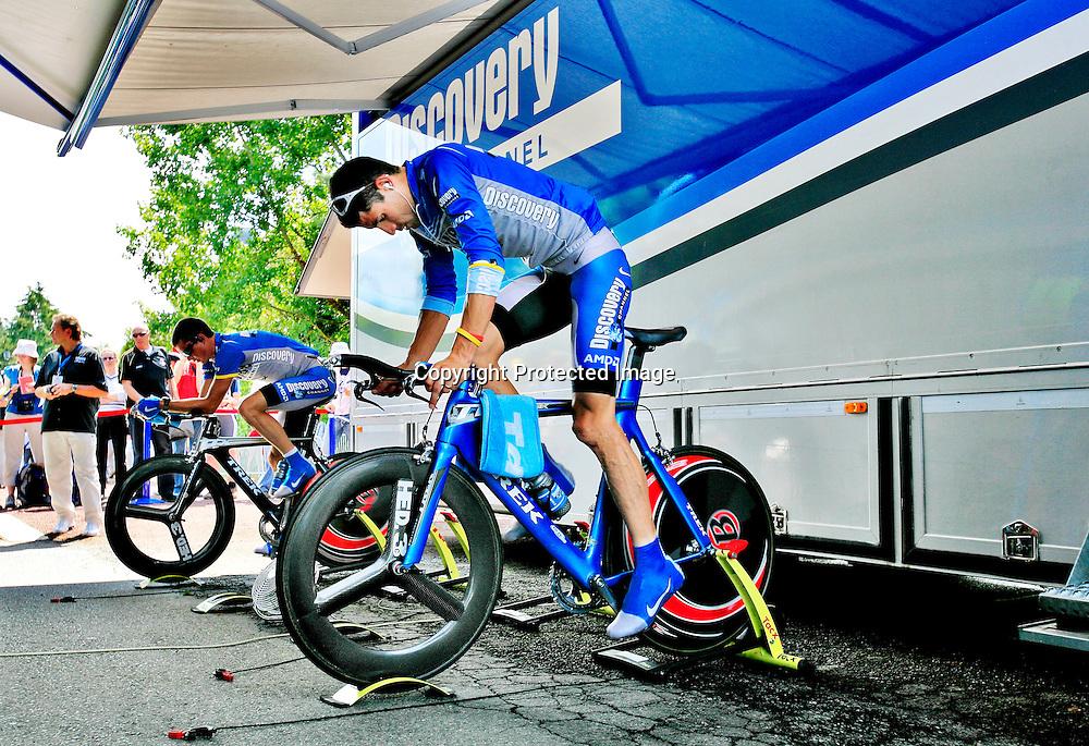 20060608. Rennes. George Hincapie varmer opp til tempo etappen..Foto: Daniel Sannum Lauten/ Dagbladet
