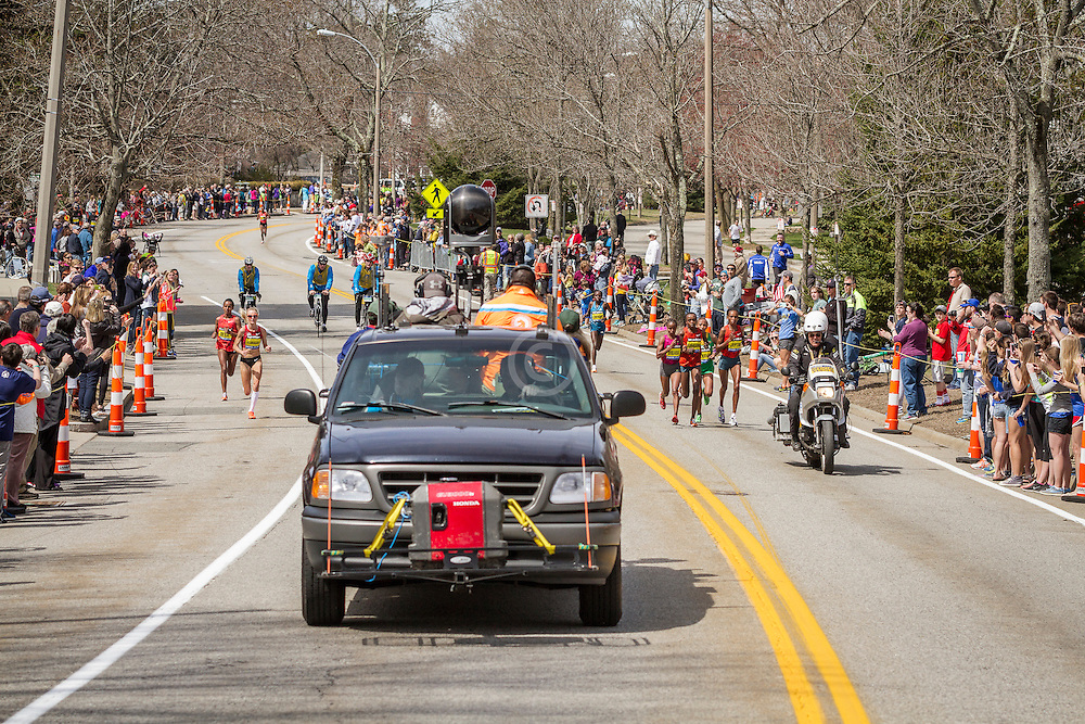 2014 Boston Marathon: split pack of elite women leading race near mile 19 in the Newton Hills, Shalane Flanagan