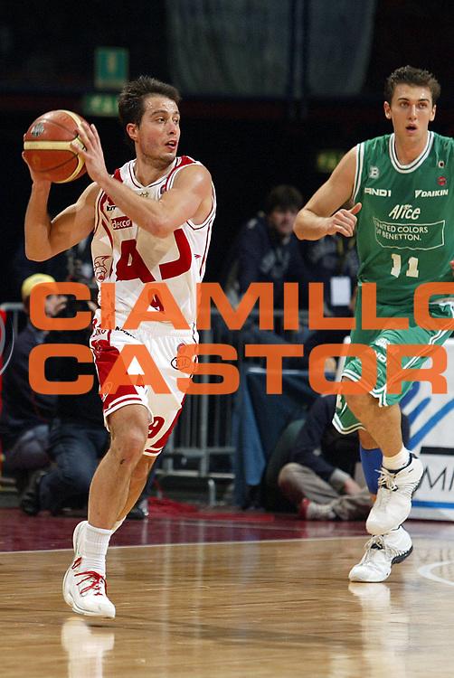 DESCRIZIONE : Milano Lega A1 2005-06 Armani Jeans Milano Benetton Treviso<br />GIOCATORE : Bulleri<br />SQUADRA : Armani Jeans Milano<br />EVENTO : Campionato Lega A1 2005-2006<br />GARA : Armani Jeans Milano Benetton Treviso<br />DATA : 27/11/2005<br />CATEGORIA : Passaggio<br />SPORT : Pallacanestro<br />AUTORE : Agenzia Ciamillo-Castoria/S.Ceretti<br />Galleria : Lega Basket Lega A1 2005-2006<br />Fotonotizia : Milano Campionato Italiano Lega A1 2005-2006 Armani Jeans Milano Benetton Treviso<br />Predefinita :