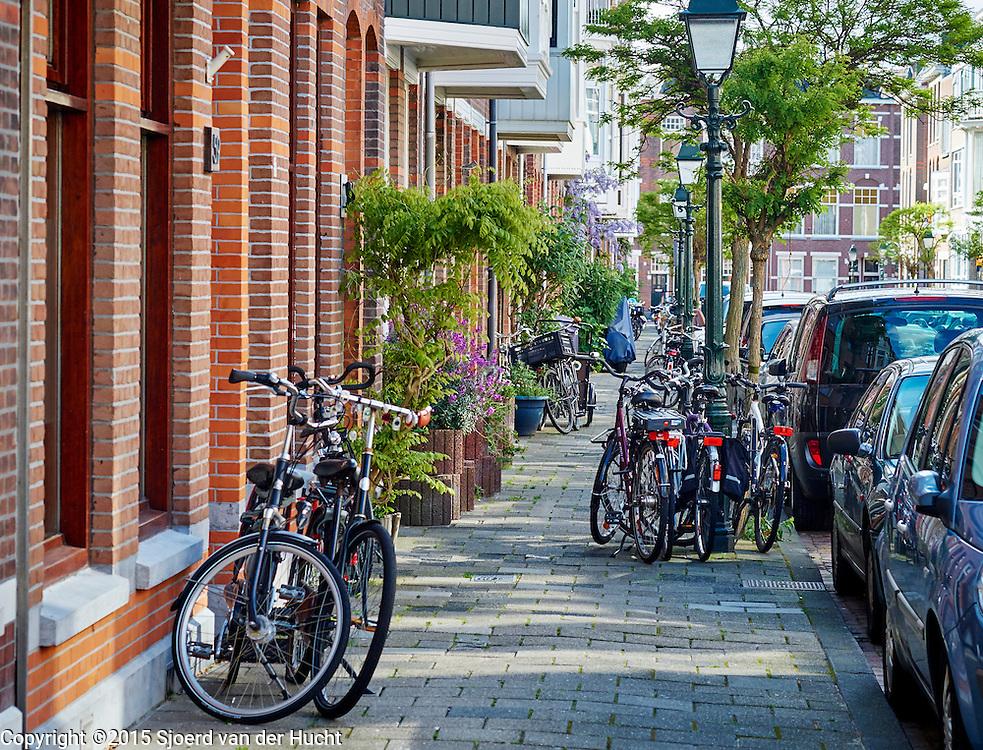 Straat in het Statenkwartier, Den Haag - Street in Statenkwartier, The Hague, Netherlands