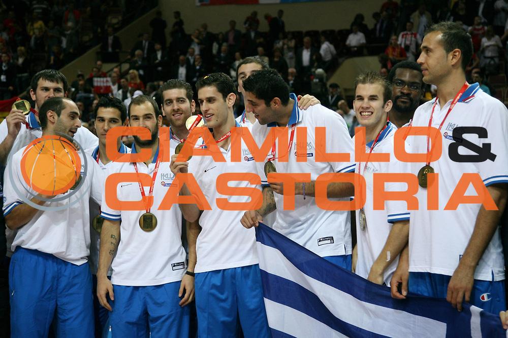DESCRIZIONE : Katowice Poland Polonia Eurobasket Men 2009 Finale 1 2 posto Final 1st 2nd place Spagna Spain Serbia<br /> GIOCATORE : Team Grecia Greece<br /> SQUADRA : Grecia Greece<br /> EVENTO : Eurobasket Men 2009<br /> GARA : Spagna Spain Serbia<br /> DATA : 20/09/2009 <br /> CATEGORIA : esultanza premiazione<br /> SPORT : Pallacanestro <br /> AUTORE : Agenzia Ciamillo-Castoria/A.Vlachos<br /> Galleria : Eurobasket Men 2009 <br /> Fotonotizia : Katowice  Poland Polonia Eurobasket Men 2009 Finale 1 2 posto Final 1st 2nd place Spagna Spain Serbia<br /> Predefinita :