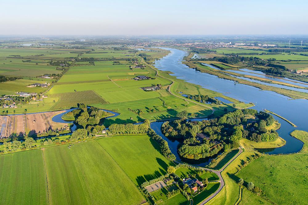 Nederland, Utrecht, Houten, 23-08-2016; Stelling van Honswijk, Lek-acces, onderdeel van de Hollandse waterlinie. Bestaande onder andere Lunet aan De Snel (midden), Inundatiekanaal en het torenfort Fort Honswijk aan de oevers van rivier de Lek.<br /> Fort Honswijk, strategically located at river Lek (near Utrecht), part of the New Dutch Waterline. <br /> aerial photo (additional fee required); <br /> luchtfoto (toeslag op standard tarieven);<br /> copyright foto/photo Siebe Swart