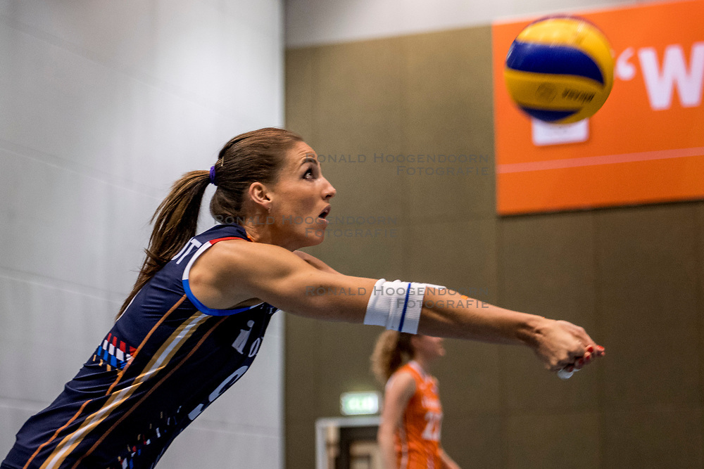 10-05-2018 NED: Training Dutch volleyball team women, Arnhem<br /> Myrthe Schoot #9 of Netherlands