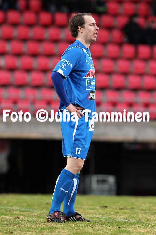 23.04.2010, Ratina, Tampere..Veikkausliiga 2010, Tampere United - JJK Jyv?skyl?..Vili Savolainen (TamU) v Mika Lahtinen (JJK).©Juha Tamminen.