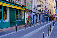 France, Paris (75), quartier Saint Michel, la rue de la Huchette durant le confinement du Covid 19 // France, Paris, quartier Saint Michel, la Huchette street during the containment of Covid 19