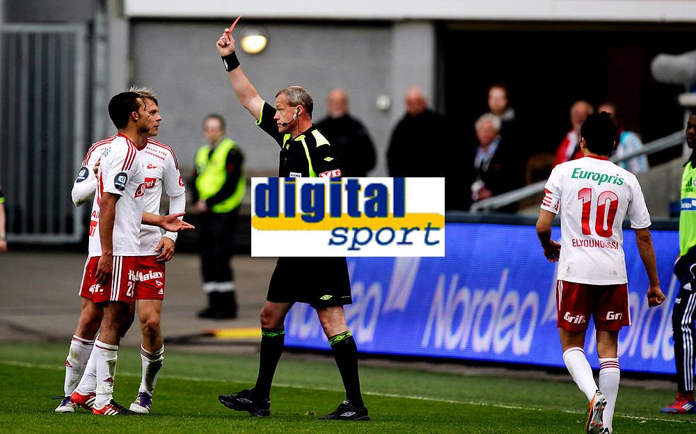 Fotball<br /> Tippeligaen<br /> Ullev&aring;l Stadion , 06.05.12<br /> V&aring;lerenga - Fredrikstad<br />  Etzaz Hussein f&aring;r r&oslash;dt kort av dommer Espen BErntsen <br /> Foto: Eirik F&oslash;rde