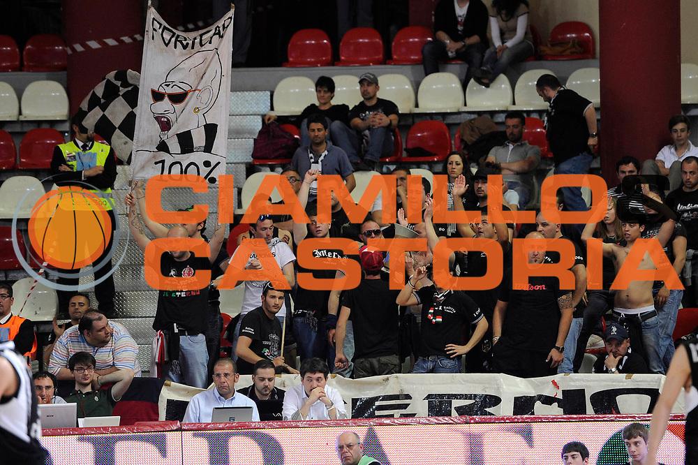 DESCRIZIONE : Teramo Lega A 2010-11 Banca Tercas Teramo Pepsi Caserta<br /> GIOCATORE : tifosi<br /> SQUADRA : Pepsi Caserta<br /> EVENTO : Campionato Lega A 2010-2011<br /> GARA : Banca Tercas Teramo Pepsi Caserta<br /> DATA : 12/05/2011<br /> CATEGORIA : tifosi<br /> SPORT : Pallacanestro<br /> AUTORE : Agenzia Ciamillo-Castoria/C.De Massis<br /> Galleria : Lega Basket A 2010-2011<br /> Fotonotizia : Teramo Lega A 2010-11 Banca Tercas Teramo Pepsi Caserta<br /> Predefinita :