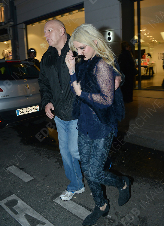 15.OCTOBER.2012. PARIS<br /> <br /> US SINGER KESHA EXITS THE COLETTE BOUTIQUE ON THE LUXURY RUE SAINT-HONORE IN PARIS.<br /> <br /> BYLINE: EDBIMAGEARCHIVE.CO.UK<br /> <br /> *THIS IMAGE IS STRICTLY FOR UK NEWSPAPERS AND MAGAZINES ONLY*<br /> *FOR WORLD WIDE SALES AND WEB USE PLEASE CONTACT EDBIMAGEARCHIVE - 0208 954 5968*
