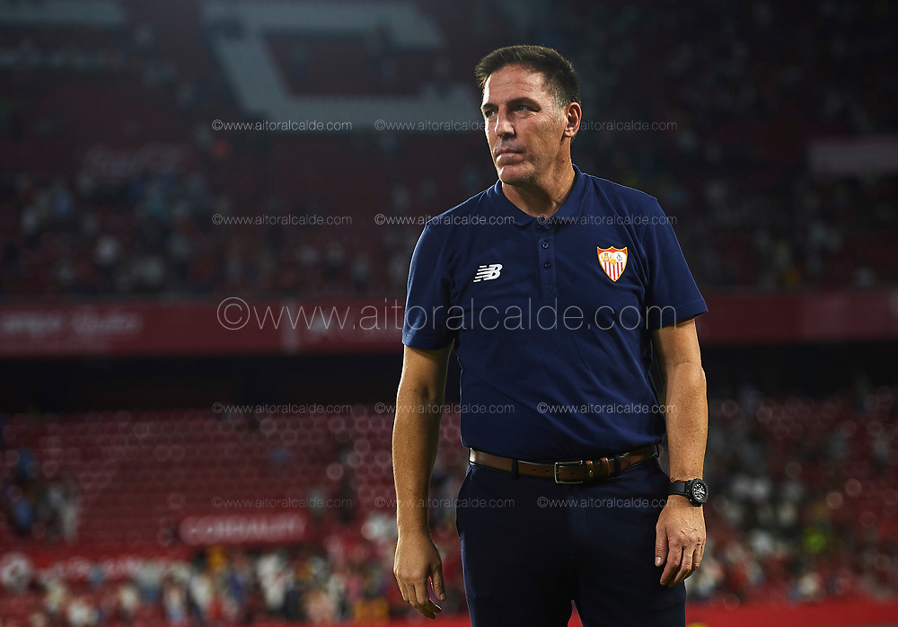 SEVILLE, SPAIN - AUGUST 10:  Head Coach of Sevilla FC Eduardo Berizzo looks on during a Pre Season Friendly match between Sevilla FC and AS Roma at Estadio Ramon Sanchez Pizjuan on August 10, 2017 in Seville, Spain. (Photo by Aitor Alcalde/Getty Images)