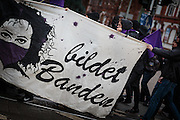 Frankfurt | 25 February 2017<br /> <br /> Am Samstag (25.02.2017) nahmen etwa 1000 Menschen in Frankfurt am Main an einer linksradikalen Demonstration unter dem Motto &quot;Make Racists Afraid Again&quot; Teil. Die Demo begann am S&uuml;dbahnhof in Frankfurt-Sachsenhausen und endete am Willy-Brandt-Platz. Organisiert wurde der Aufmarsch von dem B&uuml;ndnis &quot;Antifa United Frankfurt&quot;.<br /> Hier: Transparent &quot;Bildet Banden&quot;.<br /> <br /> photo &copy; peter-juelich.com