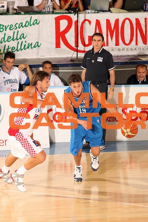 DESCRIZIONE : Bormio Torneo Internazionale Gianatti Finale Italia Croazia <br /> GIOCATORE : Danilo Gallinari<br /> SQUADRA : Nazionale Italia Uomini <br /> EVENTO : Bormio Torneo Internazionale Gianatti <br /> GARA : Italia Croazia<br /> DATA : 04/08/2007 <br /> CATEGORIA : Palleggio<br /> SPORT : Pallacanestro <br /> AUTORE : Agenzia Ciamillo-Castoria/G.Cottini