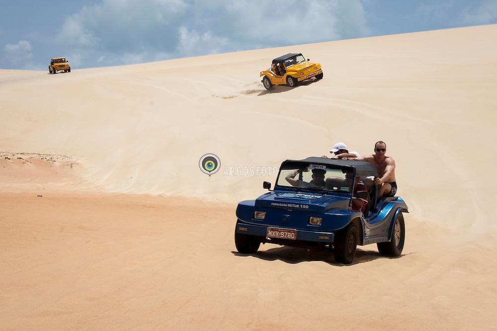 Bugres em Dunas do Pitangui./ Buggys in Pitangui Dunes. Rio Grande do Norte, Brasil - 2013