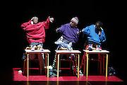 .ELECTROKIF.à l'Avant-Seine,COLOMBES .Compagnie Blanca LI.Mise en scène, chorégraphie : Blanca Li .Danseurs : Jeremy Alberge, Khaled Abdulahi, Arnaud Bacharach, .Roger Bepet, William Falla, Slate Hemedi, Alou Sidibe, Adrien Sissoko .Musique originale : Tao Gutiérrez .Création lumières : Jacques Châtelet .Assistante chorégraphie : Glyslein Lefever .Costumes : Françoise Yapo .Régie générale et lumière : Sylvie Debare .Régie plateau : Luigi Totatro.ELEKTROKIF.à l'Avant-Seine,COLOMBES .Compagnie Blanca LI.Mise en scène, chorégraphie : Blanca Li .Danseurs : Jeremy Alberge, Khaled Abdulahi, Arnaud Bacharach, .Roger Bepet, William Falla, Slate Hemedi, Alou Sidibe, Adrien Sissoko .Musique originale : Tao Gutiérrez .Création lumières : Jacques Châtelet .Assistante chorégraphie : Glyslein Lefever .Costumes : Françoise Yapo .Régie générale et lumière : Sylvie Debare .Régie plateau : Luigi Totatro