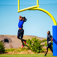 2/18/13 11:23:15 AM -- Bradenton, FL, U.S.A. -- NFL prospects Justin Hunter of Tennessee, left, dunks a ball on the goal post with Jamal Miles of Arizona State as they work out at IMG Academy in Bradenton, Fla., in preparation for this year's NFL Combine.  -- ...Photo by Chip J Litherland, Freelance.
