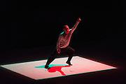 HIROAKI UMEDA présente SPLIT FLOW, AVISIONS 1 :: BALLET ÉLECTRONIQUE  <br /> Théâtre Maisonneuve, vendredi 29 mai,<br /> Images, projections et corps tourbillonnent au son d'une musique minimaliste créée par des artistes aux multiples facettes. Ces expériences en direct plongent les sens dans de nouveaux univers sonores et visuels génératifs, où illusion et réalité se mêlent à l'harmonie humaine high-tech.