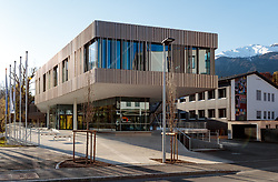 THEMENBILD - Aussenansicht des neu errichteten Gebäudes des UNI Campus Technik Lienz. Österreich am Donnerstag, 19. April 2018 // Exterior of the newly constructed building of the UNI Campus Technik Lienz. Thursday, April 19, 2018 in Kals am Grossglockner, Austria. EXPA Pictures © 2018, PhotoCredit: EXPA/ Johann Groder