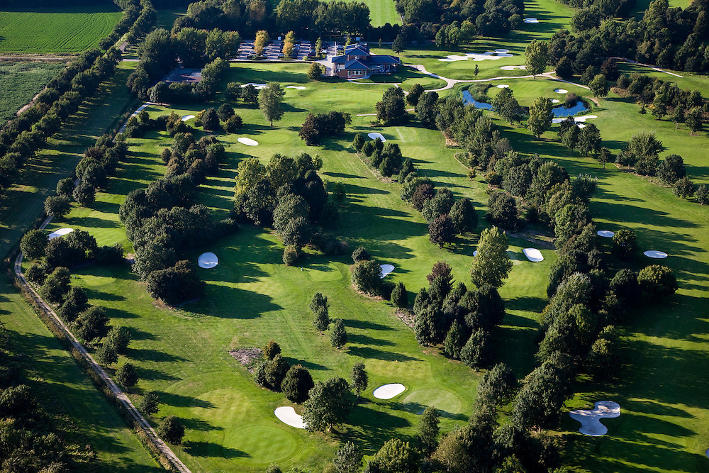 Nederland, Flevoland, Gemeente Almere, 08-09-2009. Golfclub Almeerderhout, 27-holes baan, clubhuis.luchtfoto (toeslag); aerial photo (additional fee required); .foto Siebe Swart / photo Siebe Swart