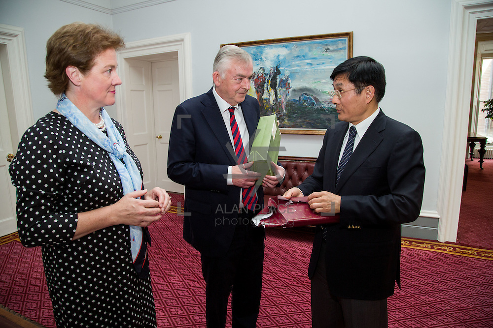 16.08.2016    <br /> H.E. Dr. Yue Xiaoyong, Chinese Ambassador to Ireland visit to the University of Limerick. <br /> Pictured during the visit are, Ms. Josephine Page, Director of the International Education Division, UL, President of the University of Limerick, Prof. Don Barry, and H.E. Dr. Yue Xiaoyong, Chinese Ambassador to Ireland. Picture: Alan Place