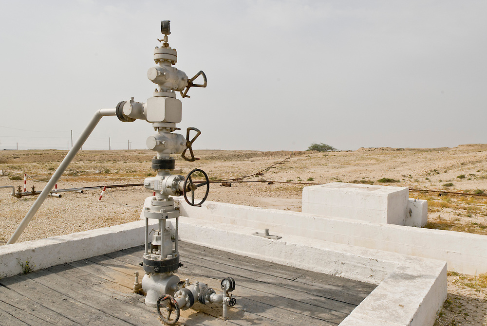 First Oil Well, Bahrain- Erste Oelquelle und Fundort sowie Bohrstelle von Erdoel im Persischen Golf zeigt diese Quelle in der Wüste von Bahrain bei Jebel Dukhan.Sie wurde von der Bahrain Petroleum Company betrieben.Im Jahre 1932 begann die BAPCO (Bahrain Petroleum Company) mit der Erdoelfoerderung und brachte den Herrschern des Landes immensen Wohlstand. --   | As its name suggests, it is the first oil well in the Persian Gulf and is located in Bahrain. The well is situated below Jebel Dukhan. It was operated by Bahrain Petroleum Company.Oil first spurted from this well on 16 October 1931, and the well finally began to blow heads of oil on the morning of 2 June 1932. The initial oil flow rate was 400 barrels per day. Bahrain was the first place on the Arabian side of the Persian Gulf where oil was discovered, and it coincided with the collapse of the world pearl market.   |