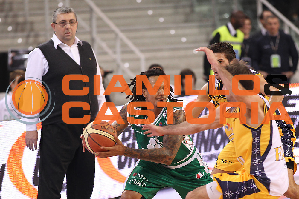 DESCRIZIONE : Torino Coppa Italia Final Eight 2011 Semifinale Montepaschi Siena Fabi Shoes Montegranaro<br /> GIOCATORE : David Moss<br /> SQUADRA : Montepaschi Siena <br /> EVENTO : Agos Ducato Basket Coppa Italia Final Eight 2011<br /> GARA : Montepaschi Siena Fabi Shoes Montegranaro<br /> DATA : 12/02/2011<br /> CATEGORIA : tiro<br /> SPORT : Pallacanestro<br /> AUTORE : Agenzia Ciamillo-Castoria/C.De Massis<br /> Galleria : Final Eight Coppa Italia 2011<br /> Fotonotizia : Torino Coppa Italia Final Eight 2011 Semifinale Montepaschi Siena Fabi Shoes Montegranaro<br /> Predefinita :