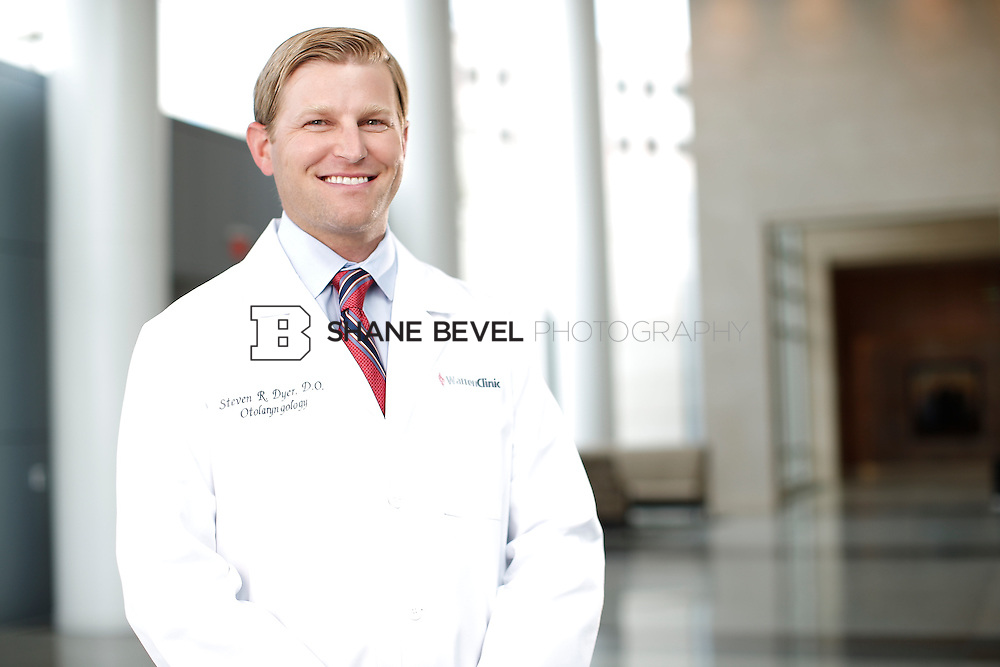 7/22/15 3:22:35 PM -- Dr. Steven Dyer poses for a portrait. <br /> <br /> Photo by Shane Bevel