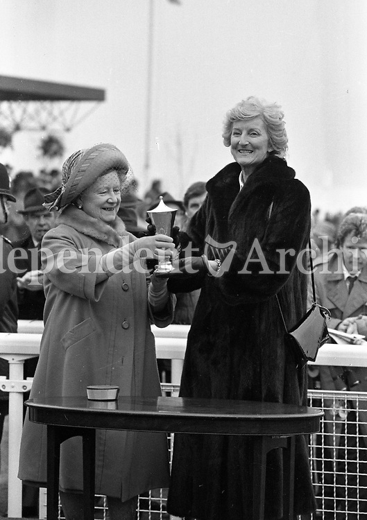 Cheltenham Festival, The Queen Mother handing out a trophy to the winner, circa March 1986 (Part of the Independent Newsapers Ireland/NLI Collection).
