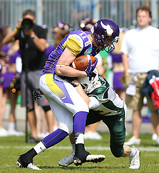 17.05.2015, Hohe Warte, Wien, AUT, BIG6, AFC Vienna Vikings vs Schwaebisch Hall Unicorns, im Bild Manuel Thaller (AFC Vienna Vikings, WR, TE, #11) und Christian Koeppe (Schwaebisch Hall Unicorns, #21) // during the BIG6 game between AFC Vienna Vikings vs Schwaebisch Hall Unicorns at the Hohe Warte, Wien, Austria on 2015/05/17. EXPA Pictures © 2015, PhotoCredit: EXPA/ Thomas Haumer