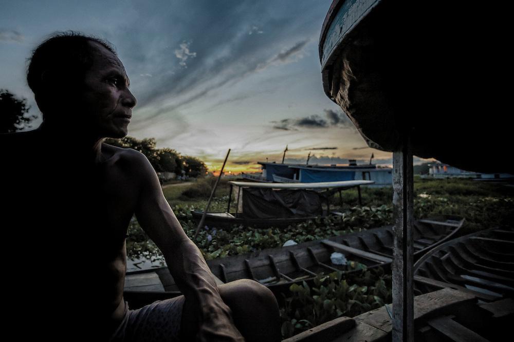 Brazil, Amazonas, Parintins. Situee au cœur de l'Amazonie a 400 km au sud-est de Manaus, Parintins petite ile de pecheurs et d'eleveurs de boeuf, attire chaque annee a la fin du mois de juin plusieurs dizaines de milliers de personnes venus de tout le pays pour une des fetes les plus spectaculaires du Brésil : Le Boi-Bumba, le carnaval amazonien.