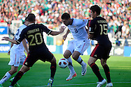 Mexico's Javier Hernandez controls the ball against the United States in the first half during the CONCACAF Gold Cup final soccer match at the Rose Bowl in Pasadena, California June 25, 2011. Fotos IL: Wilton CASTILLO