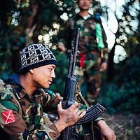 HSSU 20150409 TNLA kapinallisryhmä Shanin osavaltiossa, Myanmar. Sotilas lepäämässä. Kuva: Benjamin Suomela