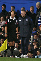 PORTSMOUTH, ENGLAND - SATURDAY, DECEMBER 9th, 2006: David Moyes of Everton has words with the linesman during the Premiership match against Portsmouth at Fratton Park. (Pic by Chris Ratcliffe/Propaganda)