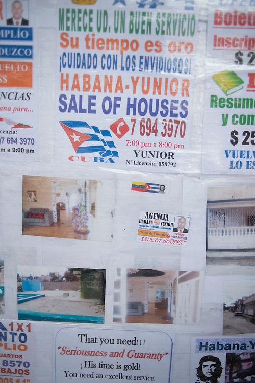 In Cuba, the properties are selling , as elsewhere , the Internet. At least on this point, the island is not an exception .<br /> <br /> En fin de semaine, les Cubains qui d&eacute;sirent vendre ou &eacute;changer leur maison ou leur appartement d&eacute;ambulent le long du Prado dans une sorte de march&eacute; immobilier.