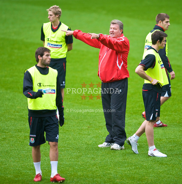 CARDIFF, WALES - Thursday, November 12, 2009: Wales' manager John Toshack MBE during training at the Cardiff City Stadium ahead of the international friendly match against Scotland. (Pic by David Rawcliffe/Propaganda)