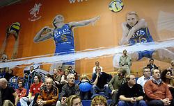 29-11-2006 VOLLEYBAL: DELA MARTINUS - HOTEL CANTUR LAS PALMAS: AMSTELVEEN<br /> DELA Martinus wint vrij eenvoudig het eerste champions league duel met 3-1 van  Las Palmas / De champions League wedstrijden worden in de Emergo hal gehouden , publiek , spandoek<br /> ©2006-WWW.FOTOHOOGENDOORN.NL