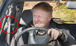 © Licensed to London News Pictures. 24/03/2019. Chequers , UK. Boris Johnson arrives at Chequers not wearing his seat belt (circled) for a meeting with the Prime Minister. There have been reports of a cabinet revolt against Prime Minister Theresa May, over her handing of the Brexit negotiations. Photo credit: Peter Macdiarmid/LNP