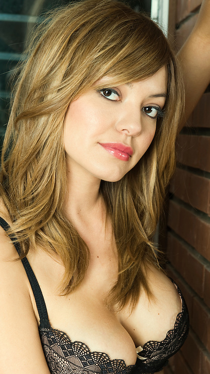 Crystal Monte is a beautiful model of Mexican/Italian/Russian descent who can be seen on US television as briefcase girl #22 on Deal Or No Deal.  She is relatively new to modelling, having landed this role within just a few months of getting an agent!