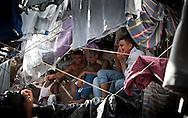 Miembros de organizaciones que trabajan en programas de rehabilitación de pandilleros en los Estados Unidos visitan July 24, 2012 el Centro Penal de Cojutepeque, El Salvador para conocer las condiciones carcelarias y el proceso de paz iniciados entre las pandillas MS13 y Barrio 18. Un acuerdo entre ambas pandillas ha permitido bajar el indice de asesinatos en El Salvador. Photo: Edgar ROMERO/Imagenes Libres.