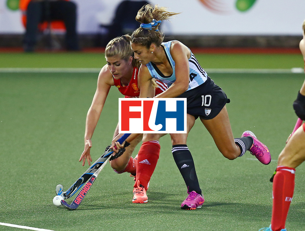 New Zealand, Auckland - 19/11/17  <br /> Sentinel Homes Women&rsquo;s Hockey World League Final<br /> Harbour Hockey Stadium<br /> Copyrigth: Worldsportpics, Rodrigo Jaramillo<br /> Match ID: 10298 - ARG vs ENG<br /> Photo: (10) FERNANDEZ LADRA Magdalena against (18) ANSLEY Giselle