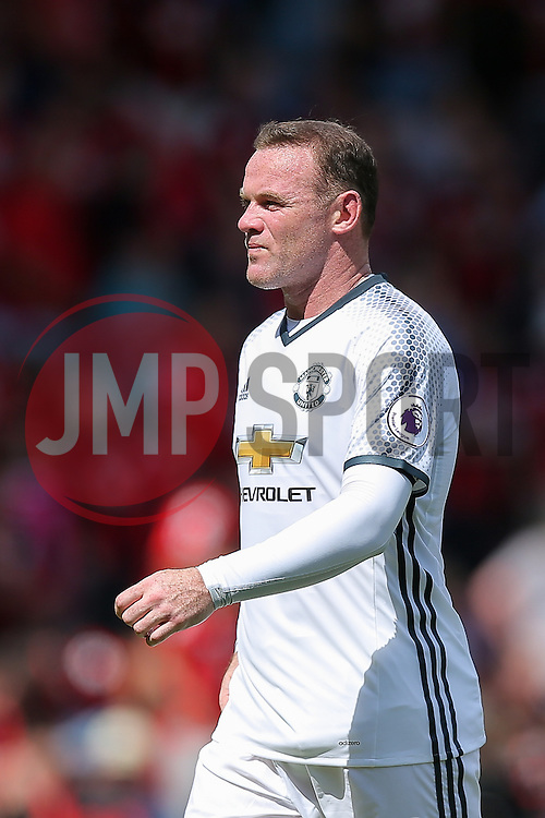 Wayne Rooney of Manchester United looks on at half time - Rogan Thomson/JMP - 14/08/2016 - FOOTBALL - Vitality Stadium - Bournemouth, England - Bournemouth v Manchester United - Premier League Opening Weekend.