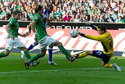 25.09.2011, Weser Stadion, Bremen, GER, 1.FBL, Werder Bremen vs Hertha BSC, im Bild.0:1 durch Adrián Ramos (BSC #09) gegen Sebastian Mielitz (Bremen #21)  li Clemens Fritz (Bremen #8).// during the Match GER, 1.FBL, Werder Bremen vs Hertha BSC on 2011/09/25,  Weser Stadion, Bremen, Germany..EXPA Pictures © 2011, PhotoCredit: EXPA/ nph/  Gumz       ****** out of GER / CRO  / BEL ******