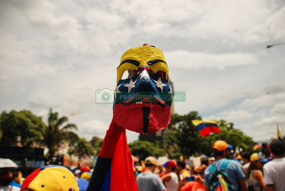 June 24, 2017 - Naguanagua, Carabobo, Venezuela - themarch of the  message march to the armed forces that was a visit to military fort Paramacay, In Naguanagua, Carabobo state. Photo: Leonardo Da Cunha (Credit Image: © Leonardo  Da Cunha via ZUMA Wire)