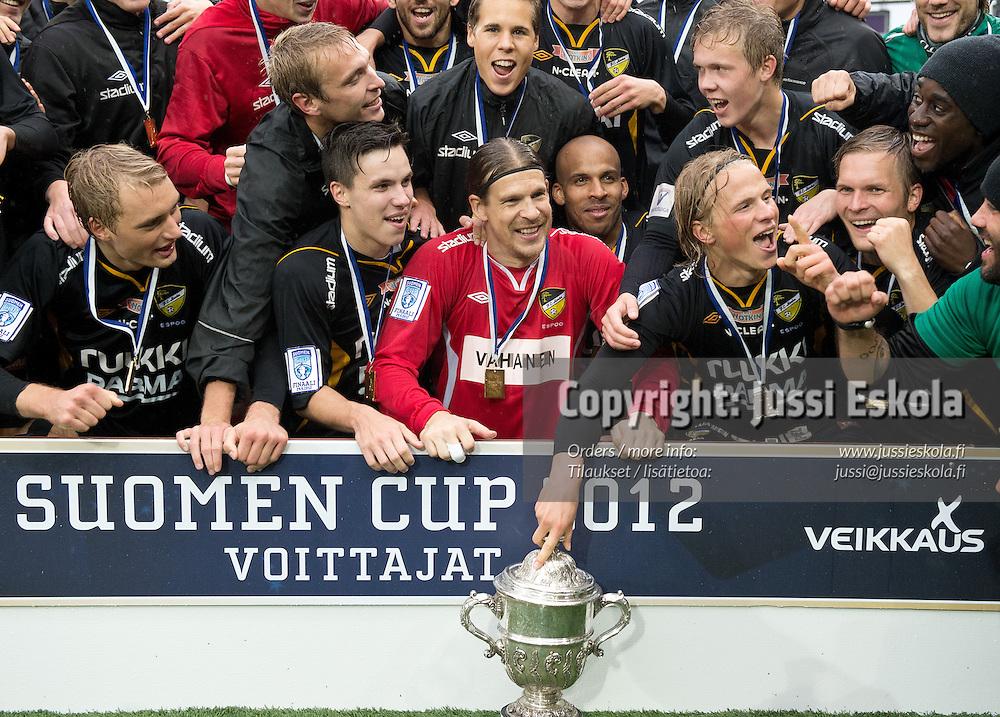 Honka juhlii cup-mestaruutta. Honka - KuPS. Suomen Cup. Finaali. Helsinkk 29.9.2012. Photo: Jussi Eskola