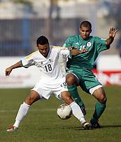 Fotball<br /> Afrikamesterskapet/African Nations cup 2004<br /> Nigeria v Sør Afrika<br /> Foto: Digitalsport<br /> NORWAY ONLY<br /> DELRON BUCKLEY (RSA) / GEORGE ABBEY (NIG)