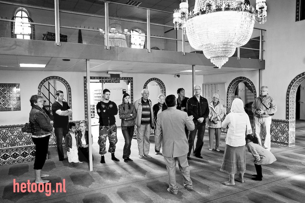 Waar: Bellavistastraat Almelo Wat: opendag  moskee Yunus Emre  Wanneer: 18 april 2009 12:04