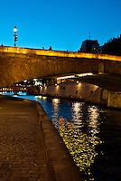 Paris, River seine at night