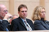 07 NOV 2003, BERLIN/GERMANY:<br /> Dieter Althaus (M), Ministerpraesident Thueringen und Praesident des Bundesrates, Bundesratsdebatte zu den Themen Dienstleistungen am Arbeitsmarkt und Sozialhilferecht, Plenum, Bundesrat<br /> IMAGE: 20031107-01-016